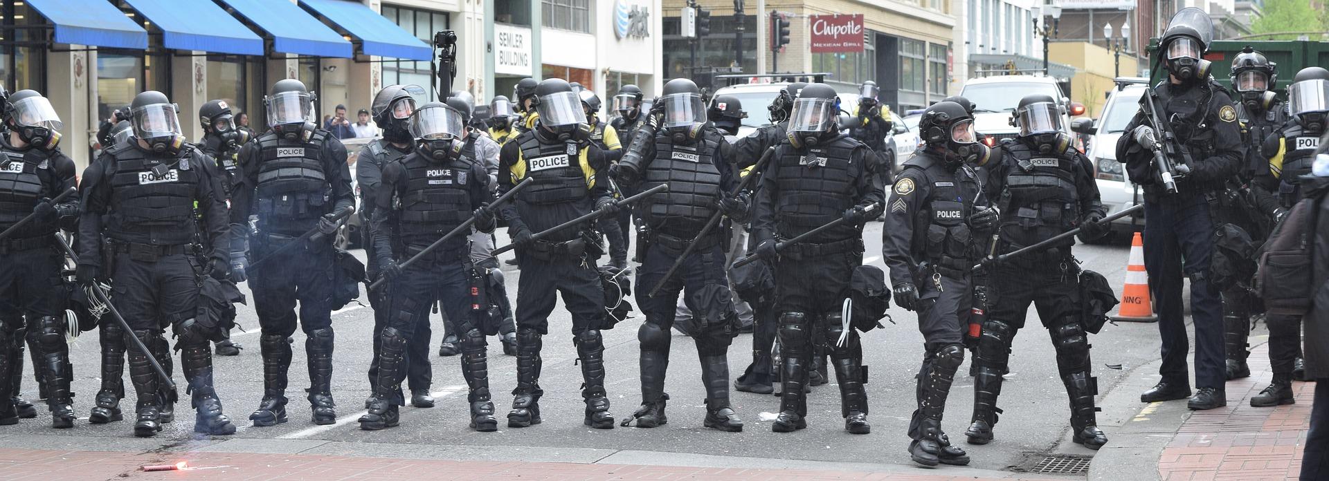 zachowanie protestujący policji